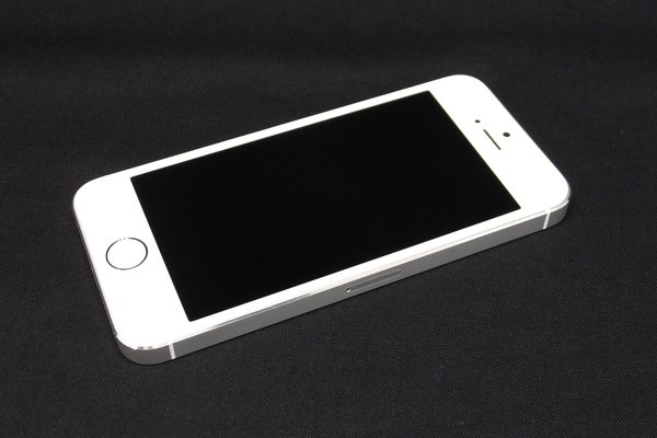 iPhone 5s 16GB SoftBank [�V���o�[]