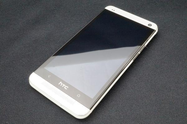 HTC J One HTL22 au [ホワイトメタル]