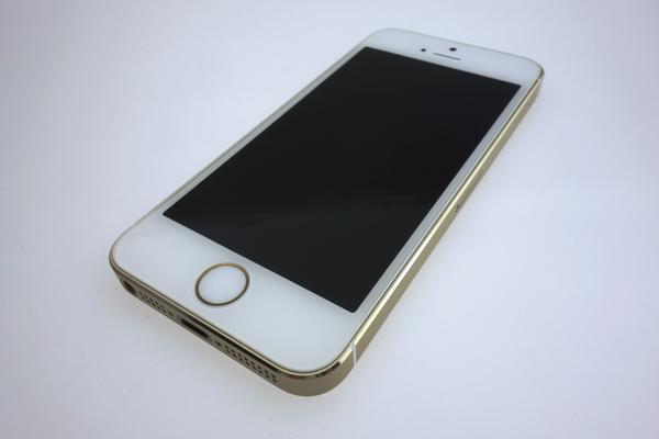 iPhone 5s 32GB docomo [�S�[���h]