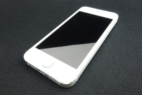 iPhone 5s 64GB au [�V���o�[]