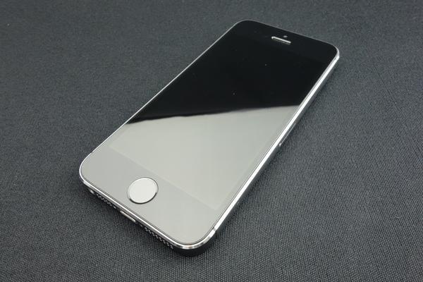 iPhone 5s 16GB au [�X�y�[�X�O���C]