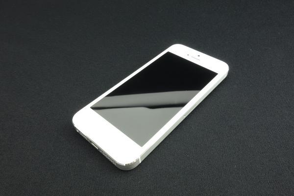 iPhone 5 16GB au [�z���C�g&�V���o�[]