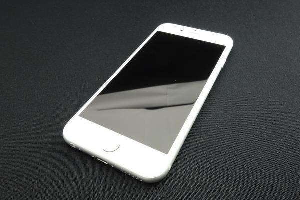 iPhone 6s 16GB au [�V���o�[]