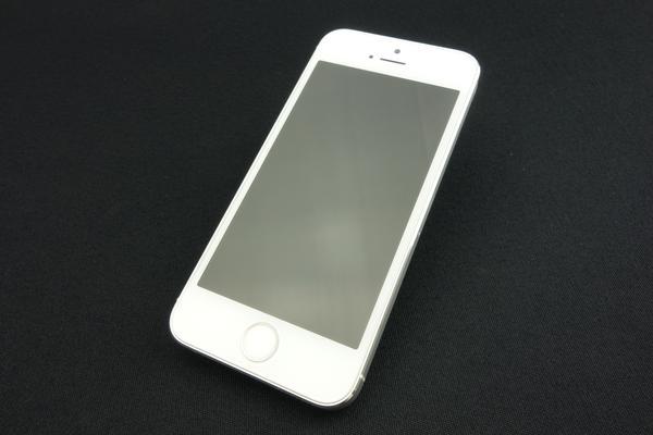 iPhone 5s 32GB au [�V���o�[]