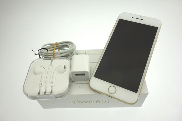 iPhone 6s 64GB au [ゴールド]